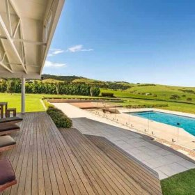 five bedroom accommodation Gerringong